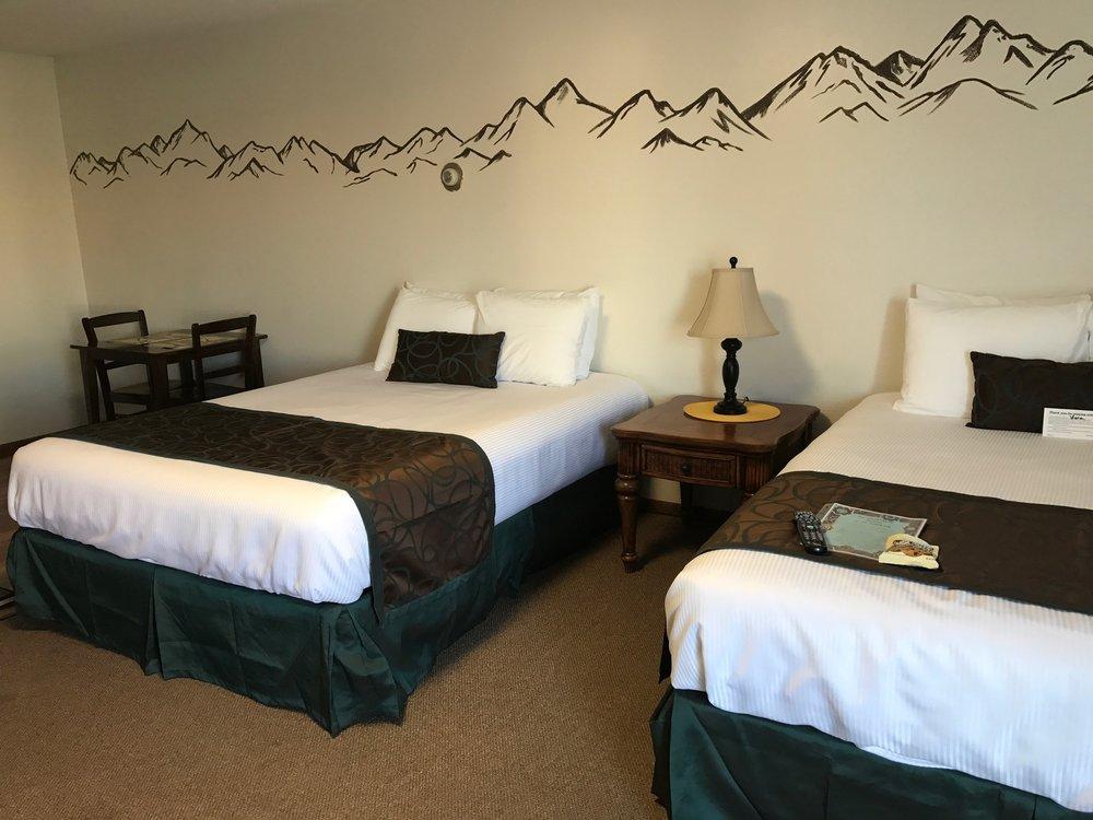 Pioneer Motel & Cabins: 124 W Arctic Ave, Palmer, AK