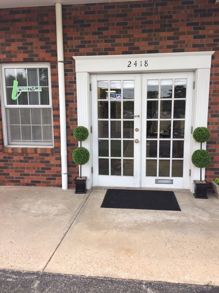 Lifestyle Chiropractic & Training: 2418 N Highway 67, Florissant, MO