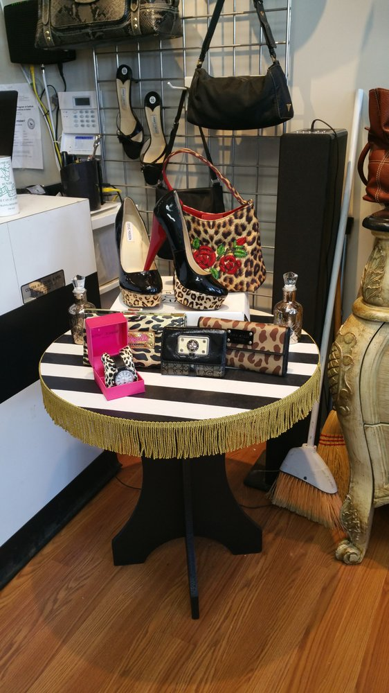 Act II Consignment Boutique: 5 Hewitt Sq, East Northport, NY