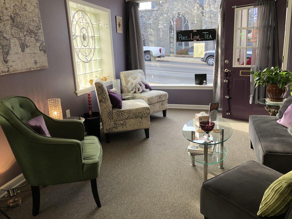 Compass Tea Room: 5 S Broad St, Luray, VA