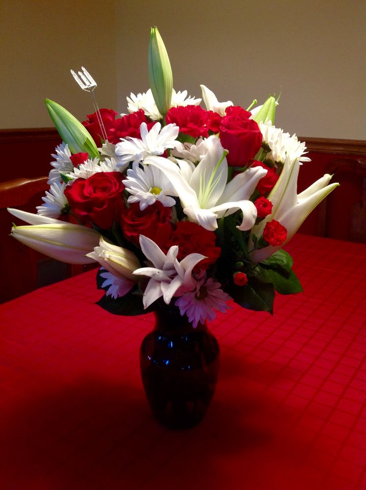 Marivel's Florist & Gifts: 409 Mercer St, Hightstown, NJ