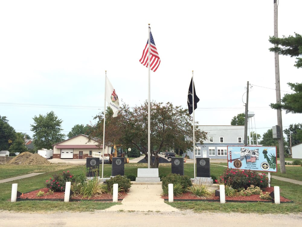 Oakwood Veterans Memorial: 201-299 E South Main St, Oakwood, IL