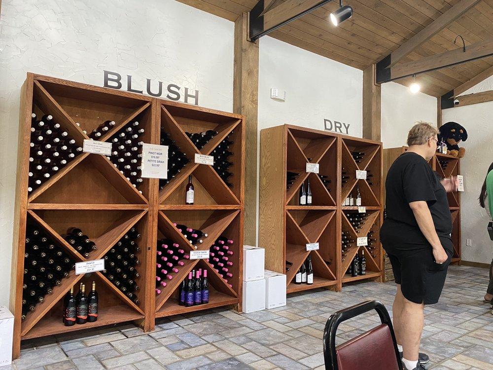 Blue Mountain Vineyards: 7627 Grape Vine Dr, New Tripoli, PA
