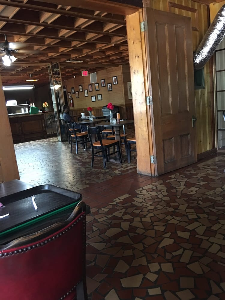 Mama's Kitchen and Grill: 2322 US Hwy 80, Selma, AL