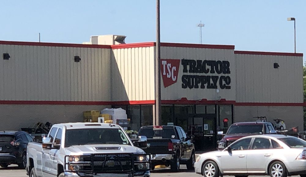 Tractor Supply: 315 E Commerce St, Brownwood, TX