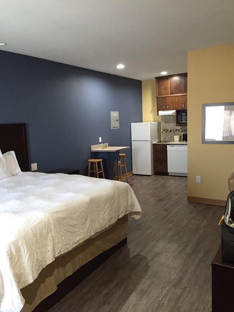 La Bonita Inn & Suites: 220 N Truck Rte, Crane, TX
