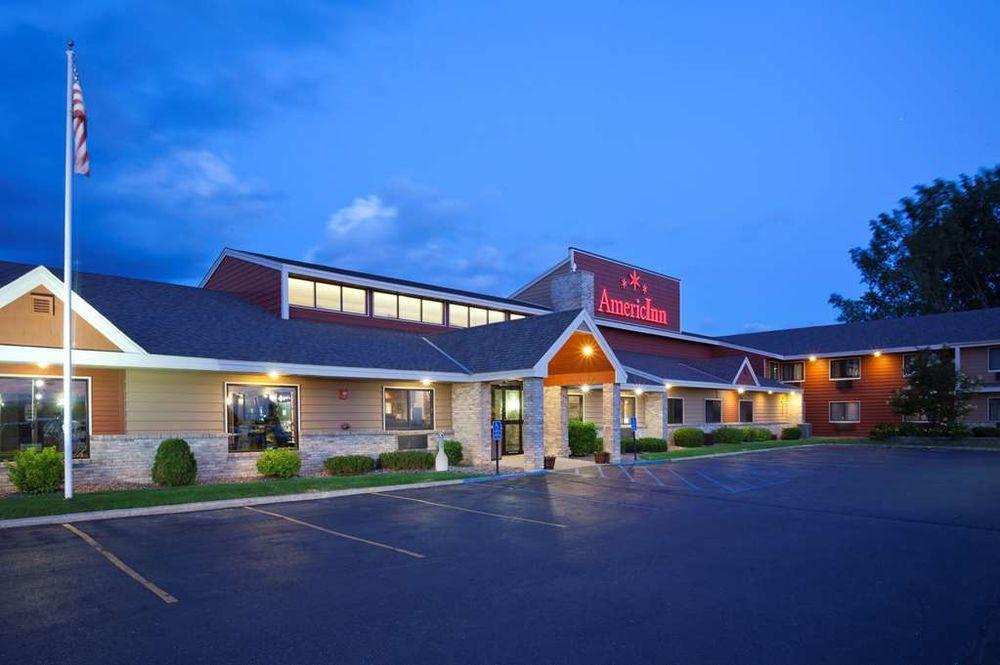 AmericInn by Wyndham Fergus Falls - Conference Center: 526 Western Ave N, Fergus Falls, MN