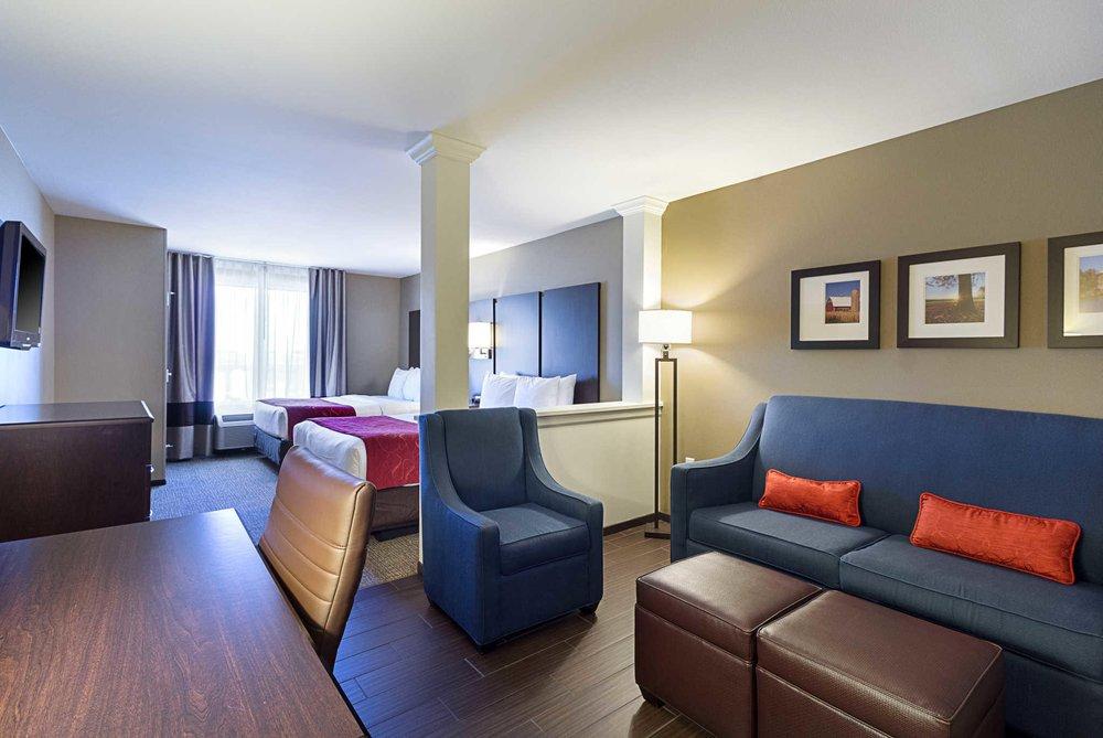 Comfort Suites & Conference Center: 1447 Prairie Drive, Worthington, MN