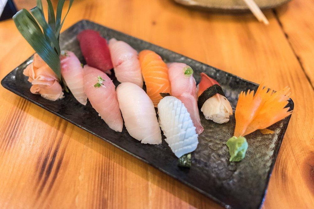Chef 39 s sushi selection yelp for Tsukiji fish market chicago