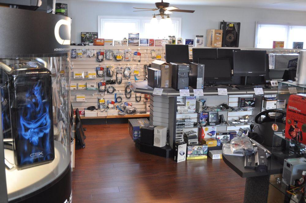 MAC's Tech Hut: 861 Park Rd, Blandon, PA