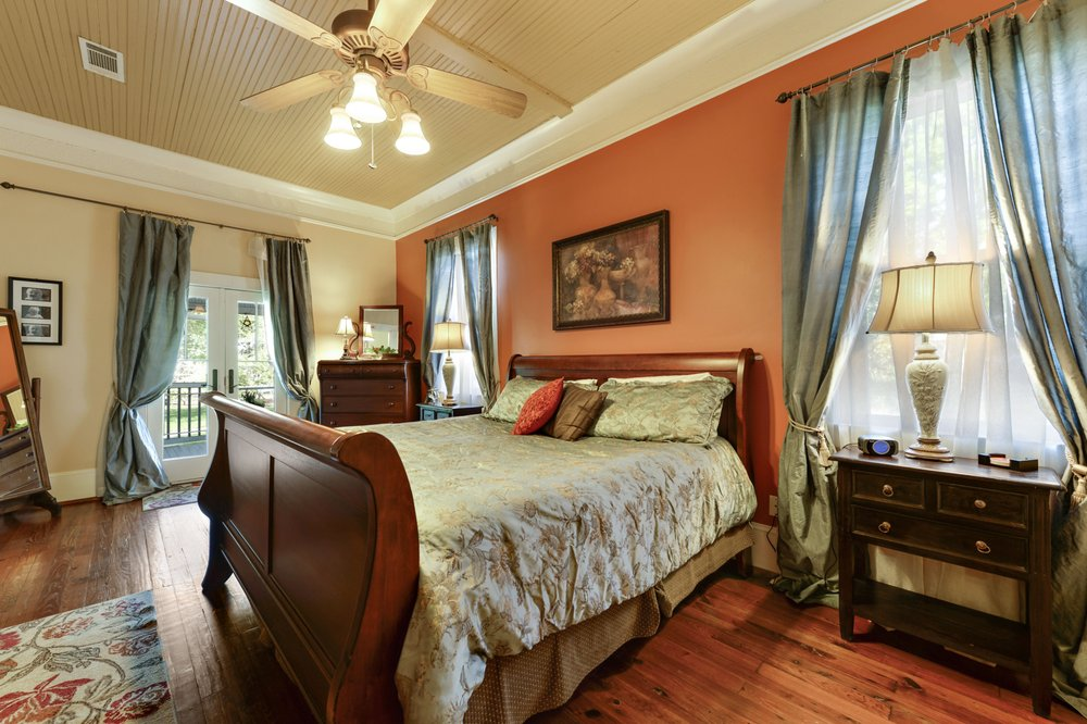 Carroll House Bed and Breakfast: 304 Carroll Ave, Bay St. Louis, MS