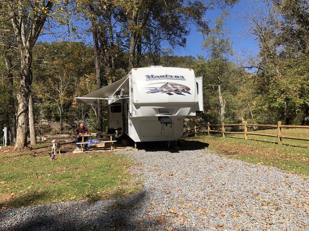 River Ridge Campground: 163 Mill Pond Ln, Alderson, WV