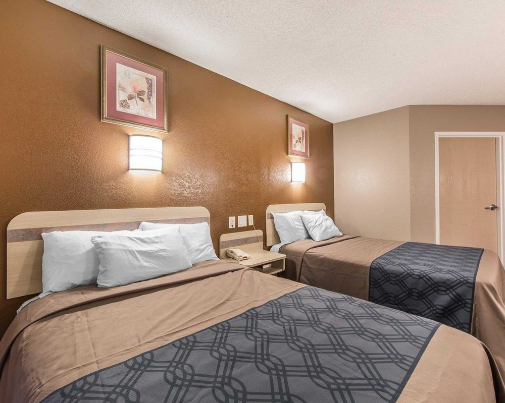 Econo Lodge: 5984 West Andrew Johnson Highw, Morristown, TN