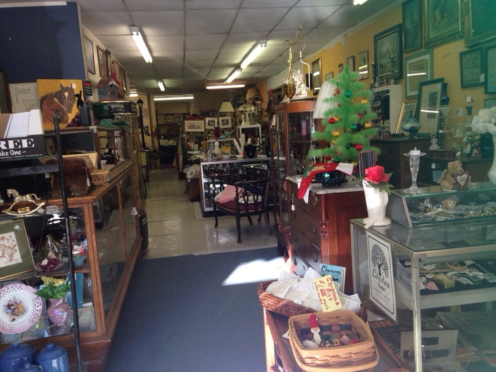 Wild Horse Antiques: 522 Main St, Plattsmouth, NE