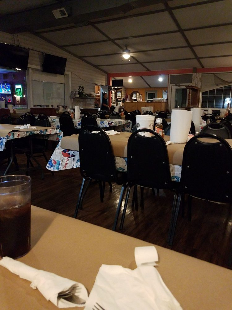 Captain Charles Seafood House: 16320 Cobb Island Rd, Newburg, MD