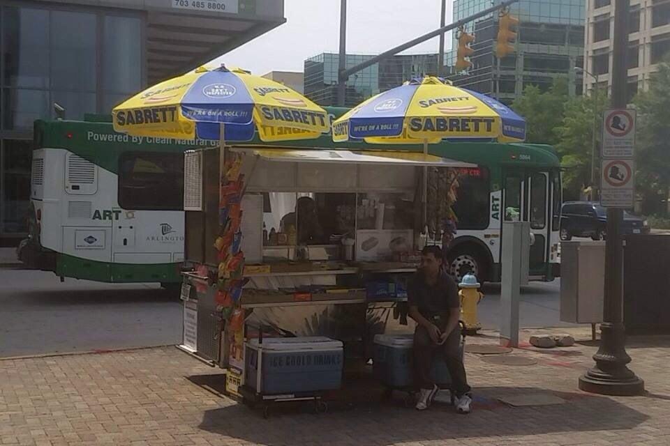 Metro Hot Dog Cart: 950 N Stuart St, Arlington, VA
