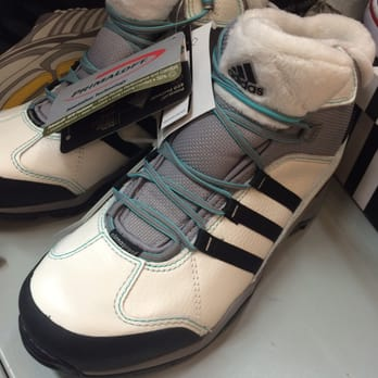 adids outlet eo36  Photo of adidas Outlet