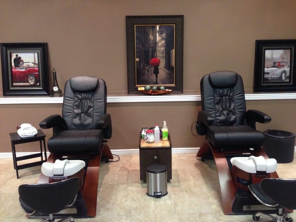 Bella Nail Salon & Spa: 6110 N Mesa St, El Paso, TX