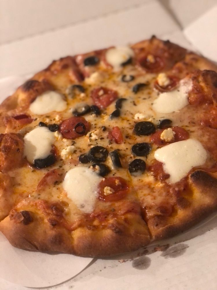 Lulu's Pizzeria: 3420 Shoreline Dr, Wayzata, MN