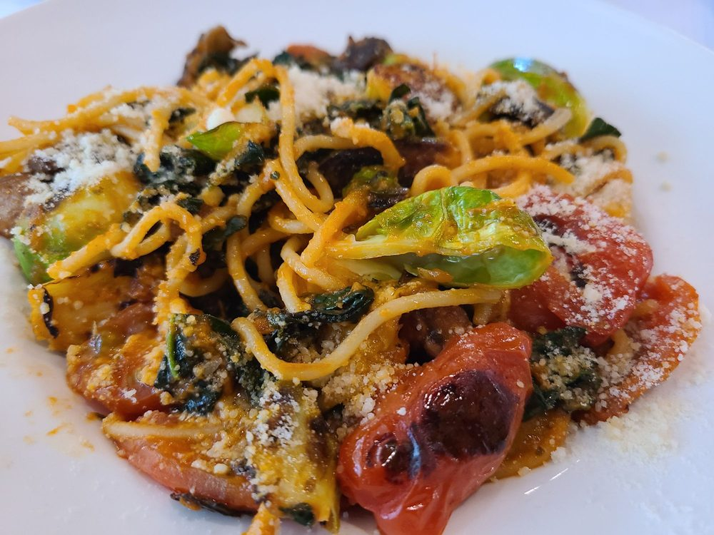 The Dundee Bistro: 100 SW 7th St, Dundee, OR