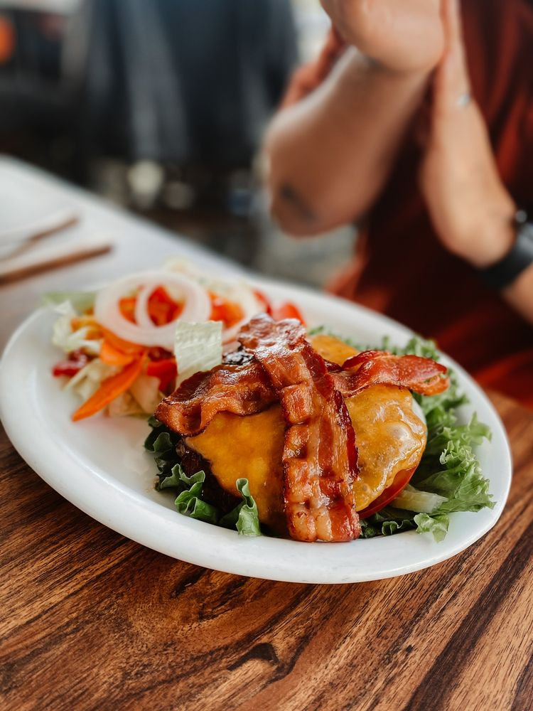 Pukalani Club House Restaurant & Bakery: 360 Pukalani St, Makawao, HI