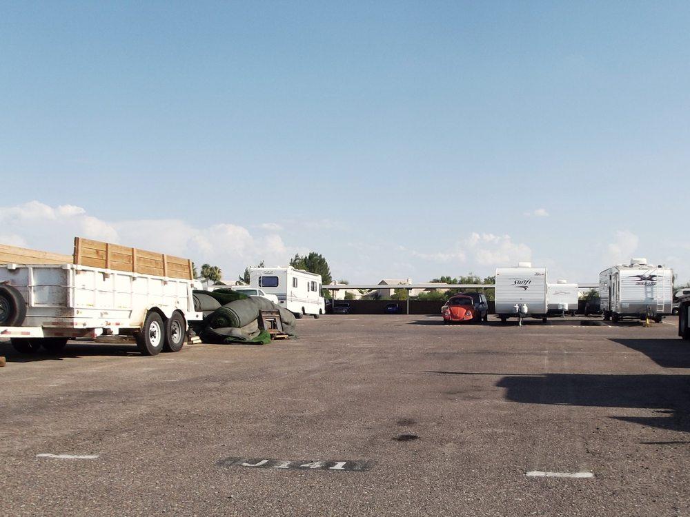 A secured rv vehicle storage depositi e box in affitto for Piani di costruzione di storage rv