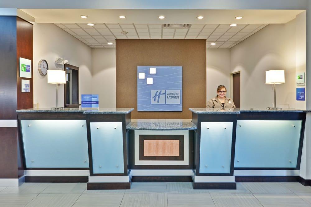 Holiday Inn Express & Suites New Philadelphia: 145 Bluebell Dr SW, New Philadelphia, OH