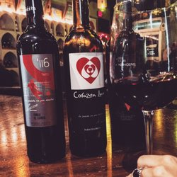 tinto y blanco 26 photos 15 reviews wine bars plaza real shopping center guaynabo. Black Bedroom Furniture Sets. Home Design Ideas