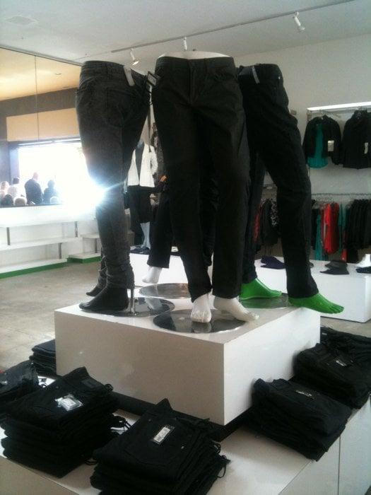 The closet gesloten vrouwenkleding 1800 newport blvd for 1800 closets