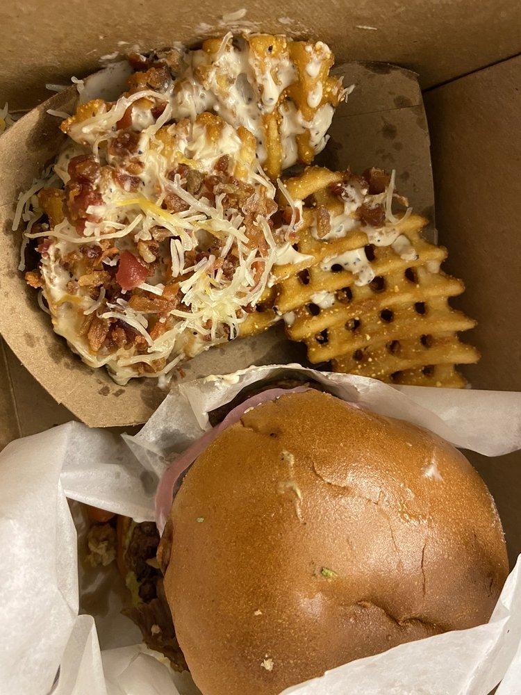 Angus Burgers & Shakes: 421 W Talmadge St, Kearney, NE