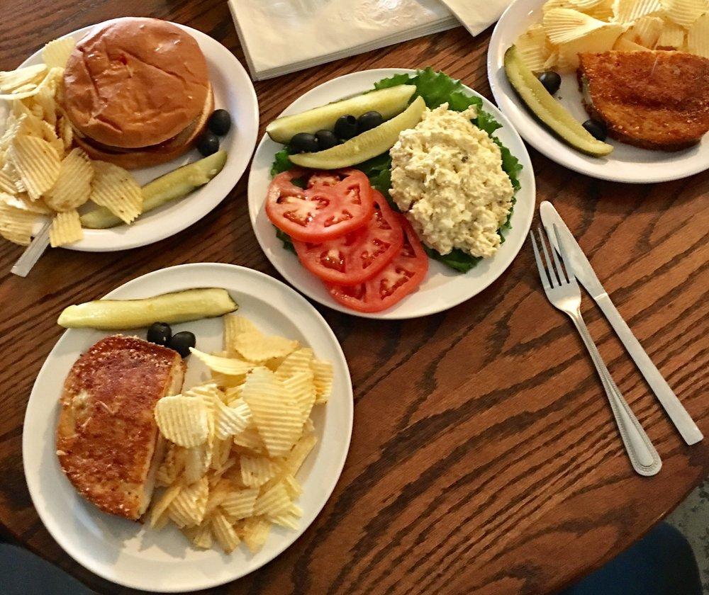 Charlotte's Eats & Sweets: 290 Main St, Keo, AR