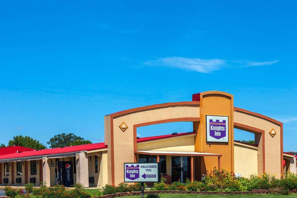 Knights Inn Seymour: 207 N. Sandy Creek Drive, Seymour, IN