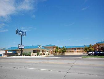 Travelodge by Wyndham Dodge City: 1510 West Wyatt Earp, Dodge City, KS