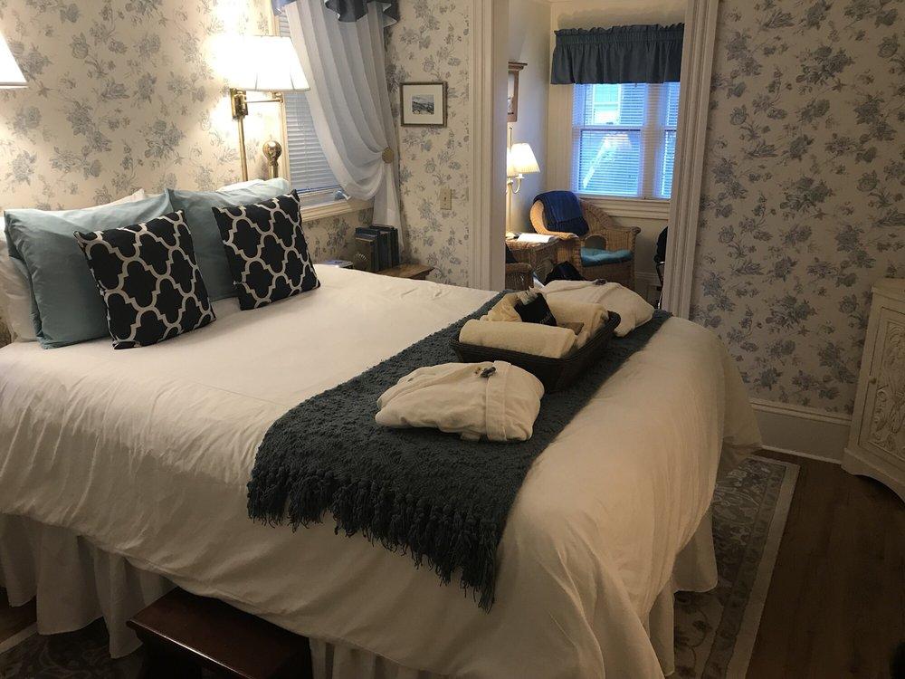 The Maples Inn: 16 Roberts Ave, Bar Harbor, ME