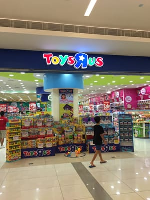 """toys r us japan case Toys """"r"""" us japan case study toys """"r"""" us purchase their products directly from toy manufacturers, cutting out the middle men wholesalers, in order to offer price discounts from 10-20% when compared to small toy retailers."""