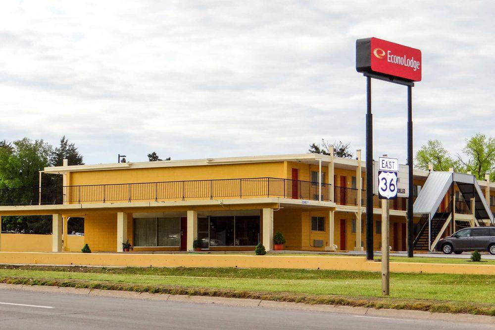 Econo Lodge: 320 W State St, Phillipsburg, KS