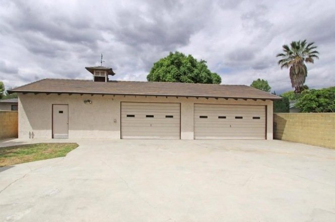 Call our garage door technicians who are available anytime for Garage door repair torrance