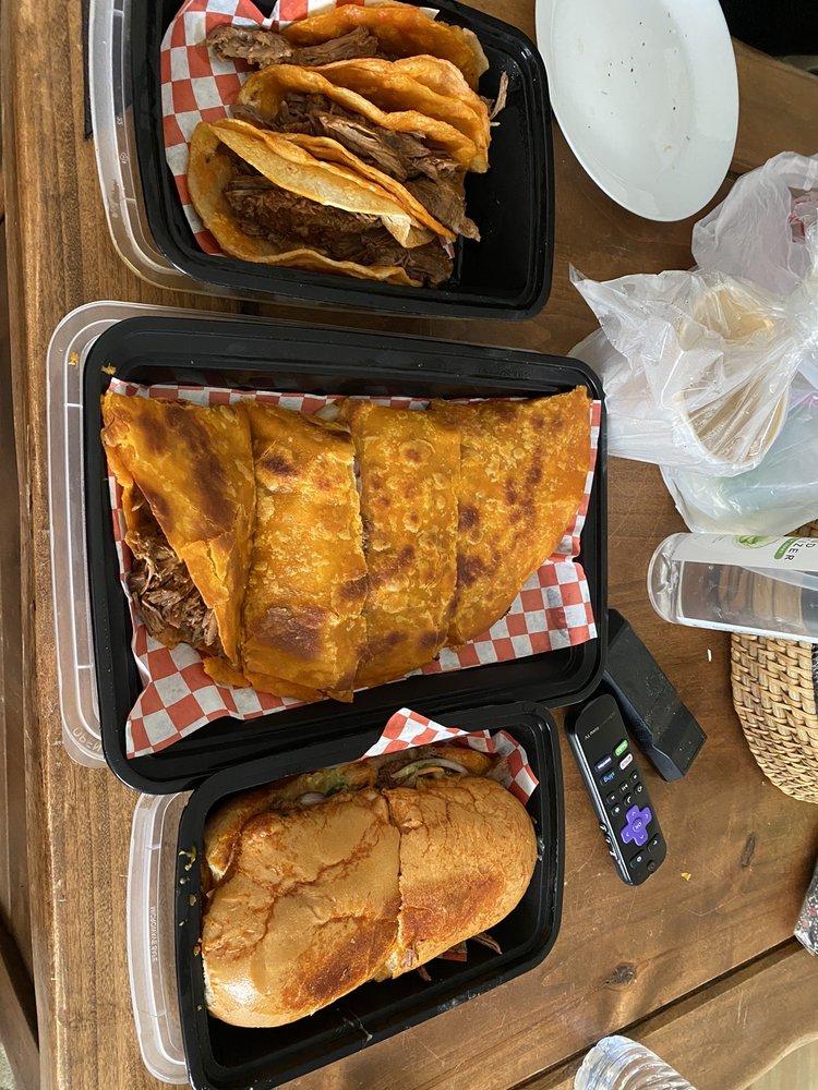 Food from Tacos De Birria elrey