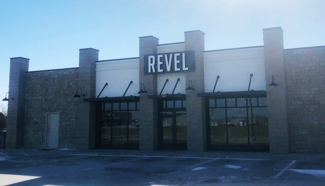 Revel Boutique: 500 Peachtree Dr, Carthage, MO