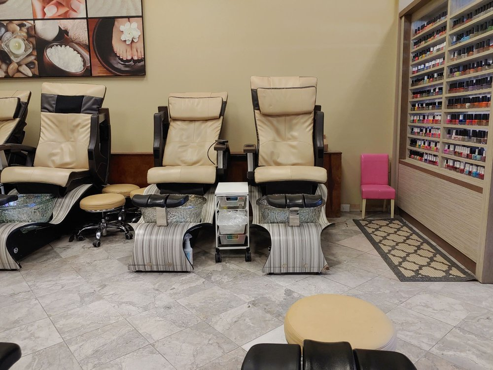Creative Nails Spa: 9711 Sawmill Pkwy, Powell, OH