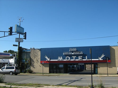 Guest house motel hotels 2600 w bryn mawr ave west for Motels in chicago