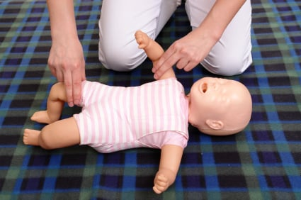 حوادث الاختناق عند الاطفال و الاسعافات الاولية للاختناق للرضيع