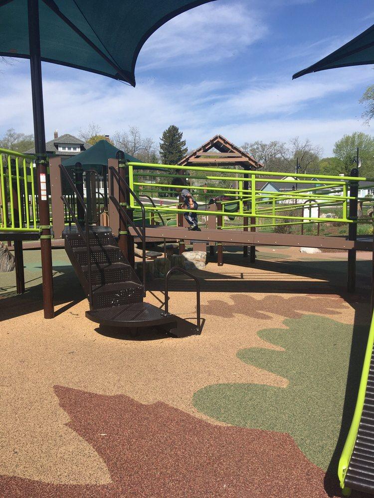 Seba Park: 151 North Water St, South Elgin, IL