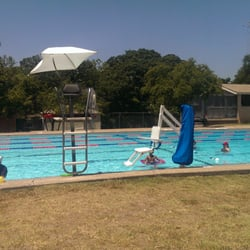 Big Stacy Pool 43 Reviews Swimming Pools 800 E Live Oak Travis Heights Austin Tx