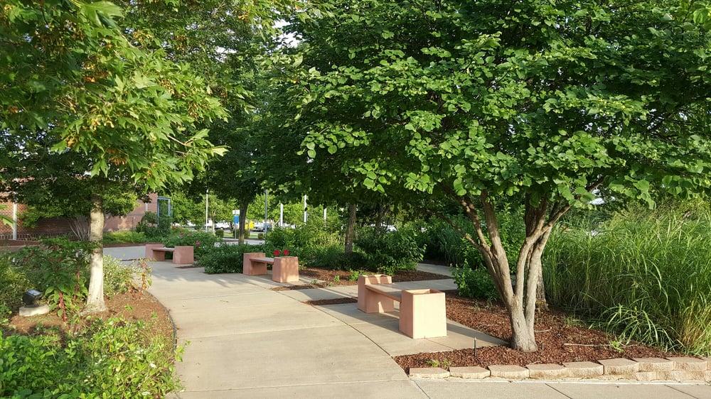 Garden Walk Mall: Small Garden Walk Thru Near The Visitor Center Entrance