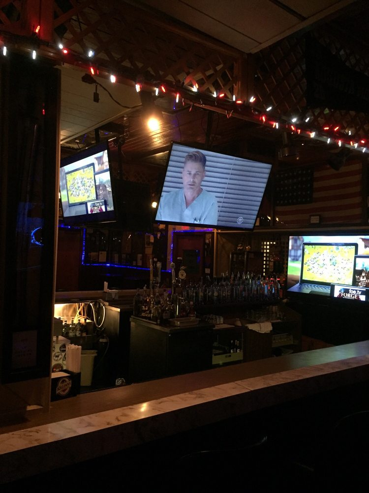 Kelly's Bar: 28 Railroad Ave, Wrightstown, NJ