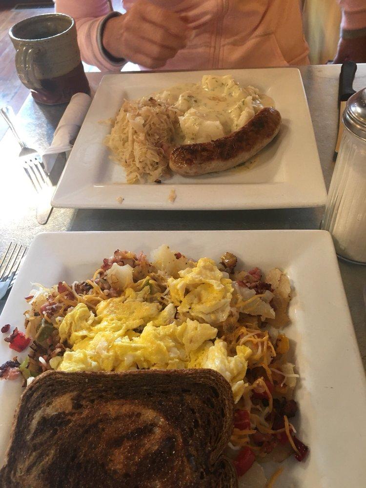 Das Cafe: 33 N Main, Spring City, UT