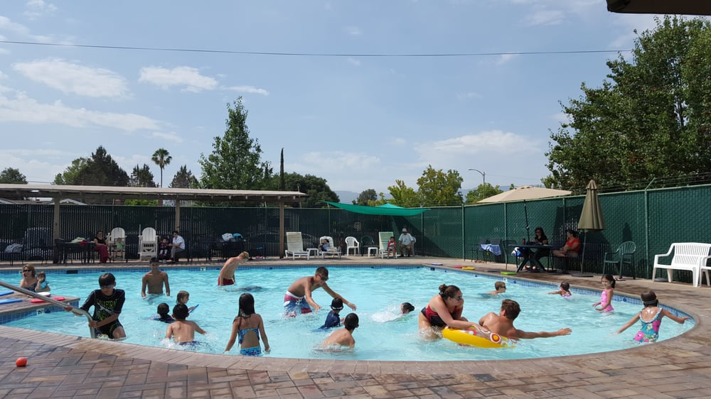 Queensborough swim club piscines 1138 miller ave west for Club piscine boucherville telephone
