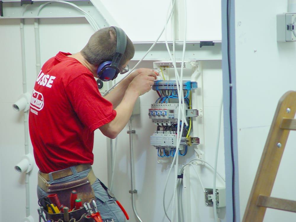 CS Electrical - 10 Photos - Electricians - 11 Meadowside, Newquay ...
