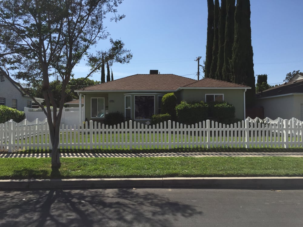 Vinyl Fence And Privacy Gate Installed By Valencia Vinyl
